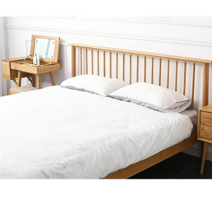 Solid wood bed board firmly bears the weight